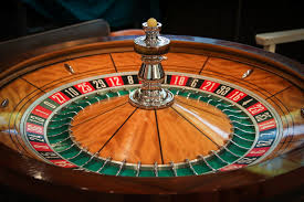 Another great feature of online casinos is the great bonuses, gifts, and discounts that you can win by playing online.